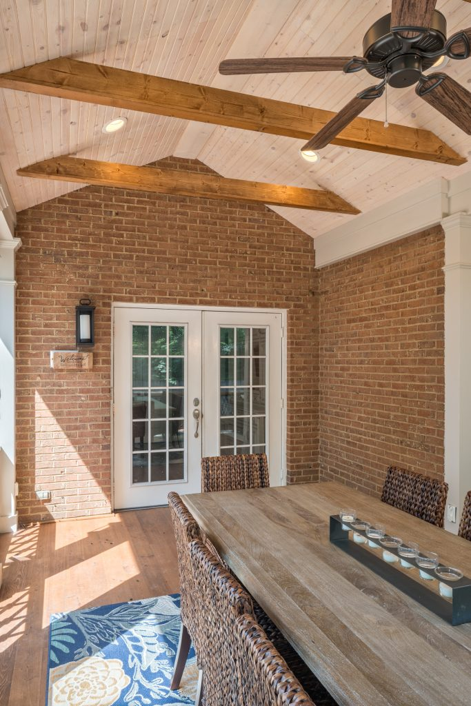 porch-screened-dining-beams-