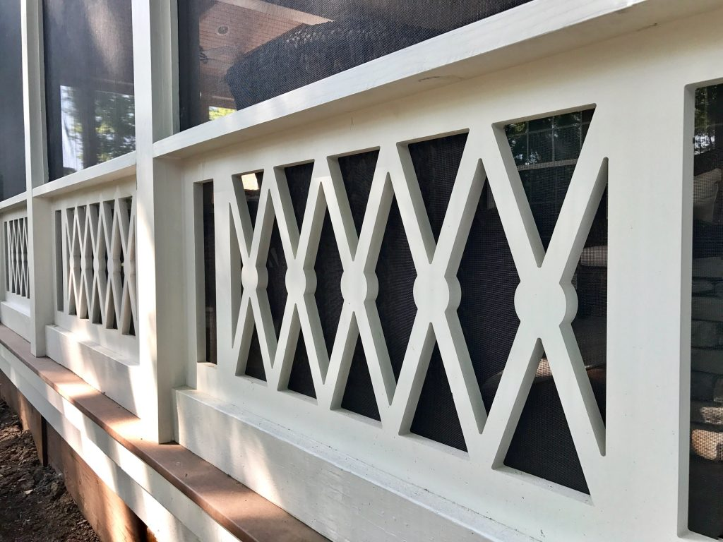 porch-screened-drummer-boy-pvc-panel-railing
