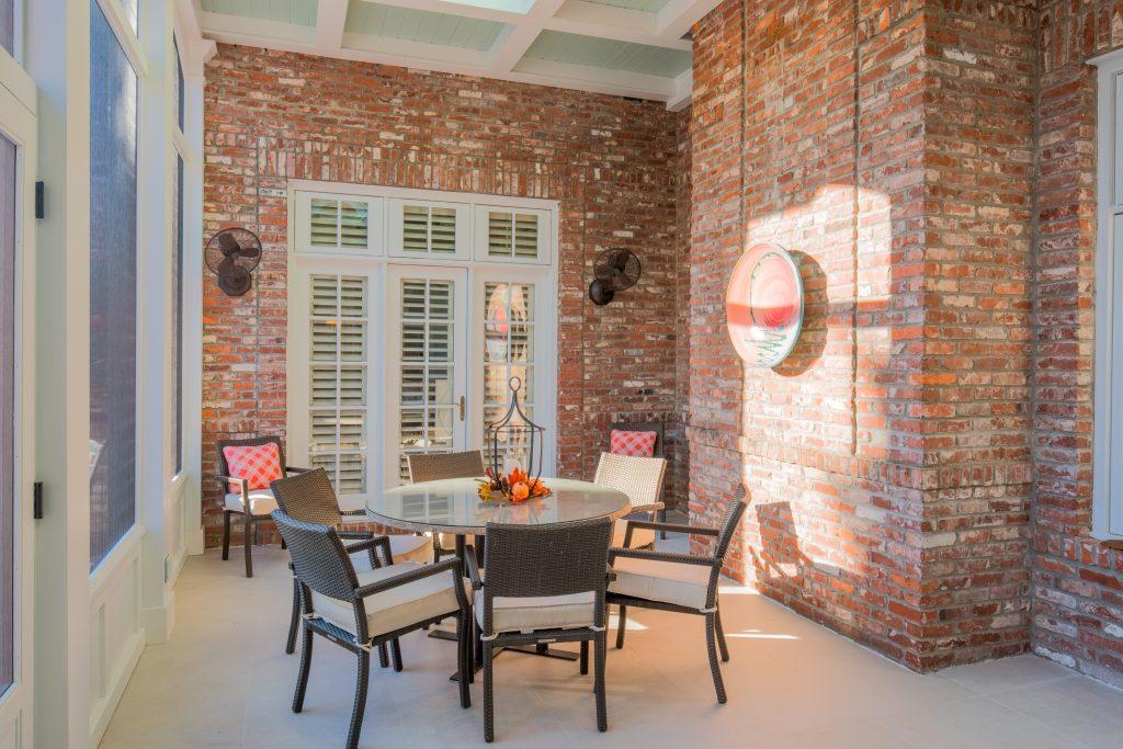 porch-screened-stone-flooring-dining-skyilight-tec-17