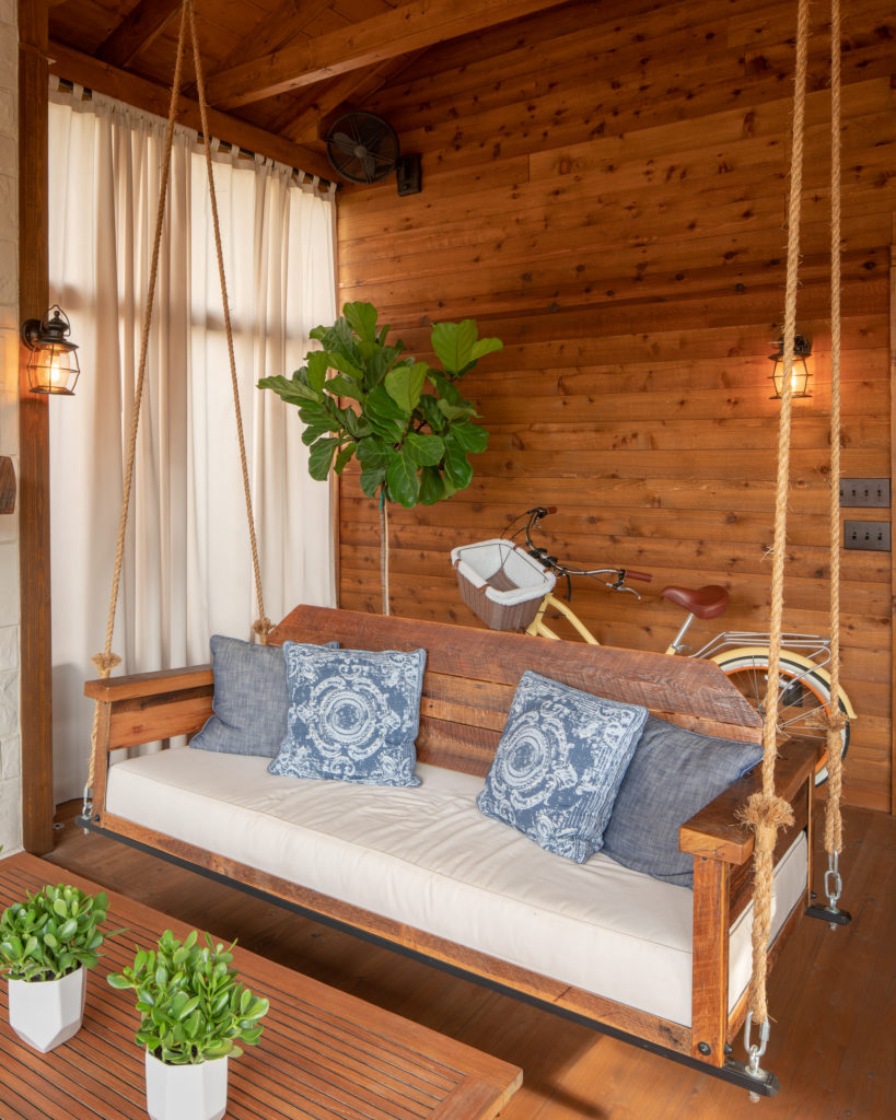 porch-screened-lynville-farm-bed-swing