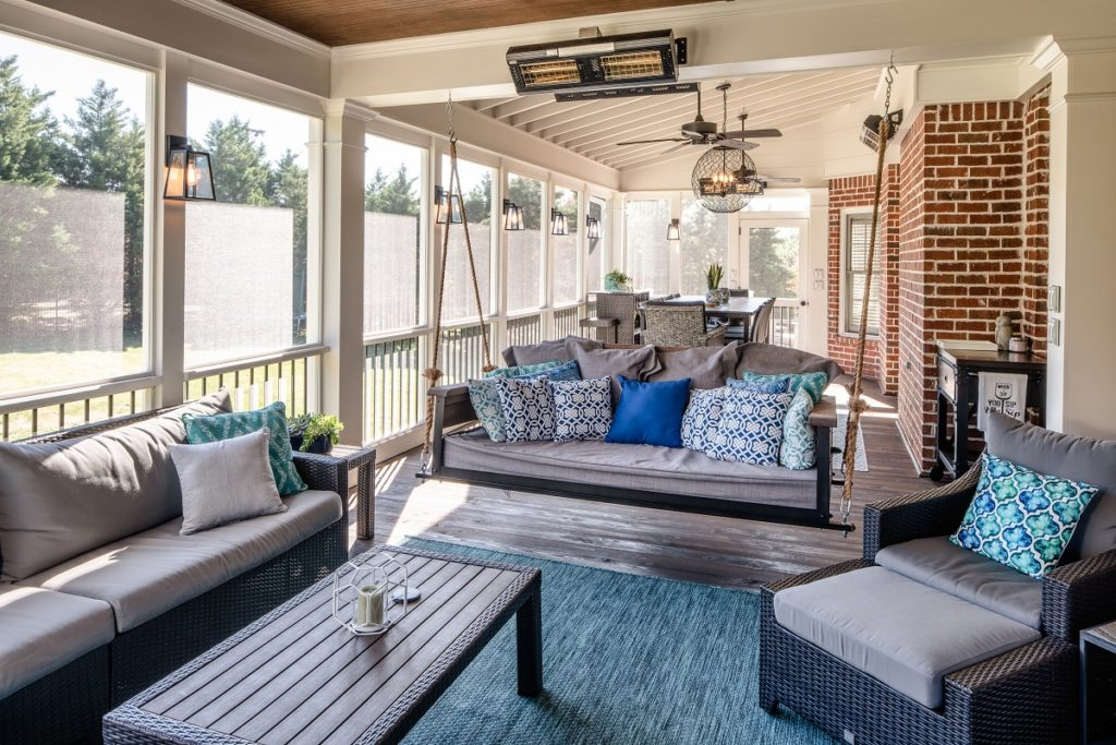porch-screened-interior-bed-swing