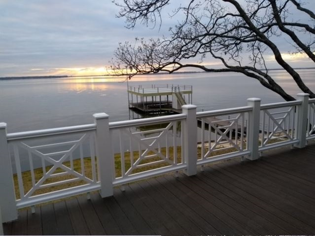 PVC Railing Panels and Pickets for Waterfront Homes