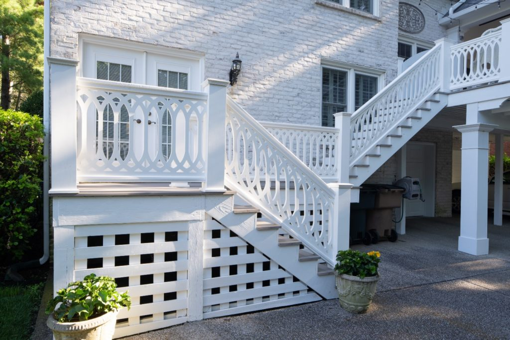 Low-maintenance deck and porch railing in Green Hills, TN