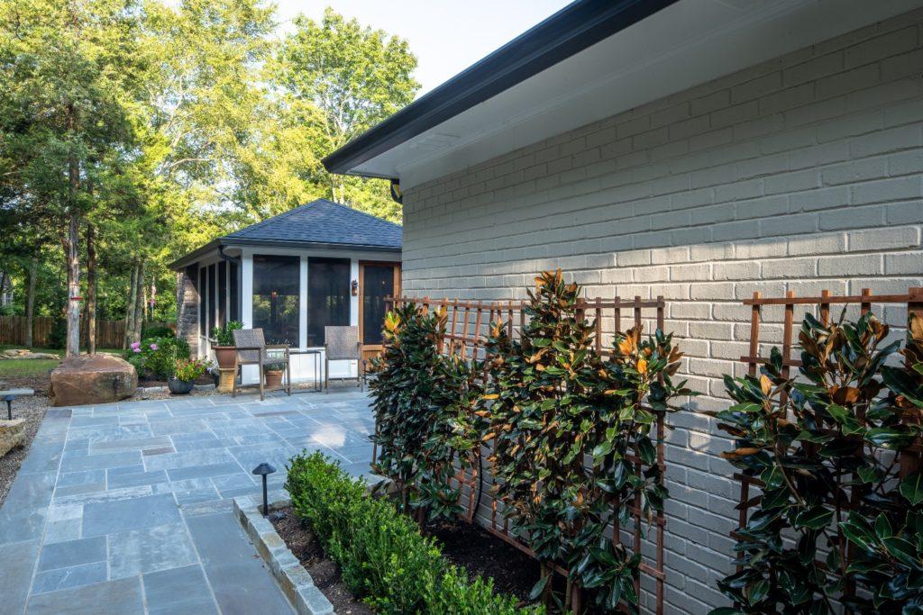 Wrap-around bluestone patio walkway in Franklin TN